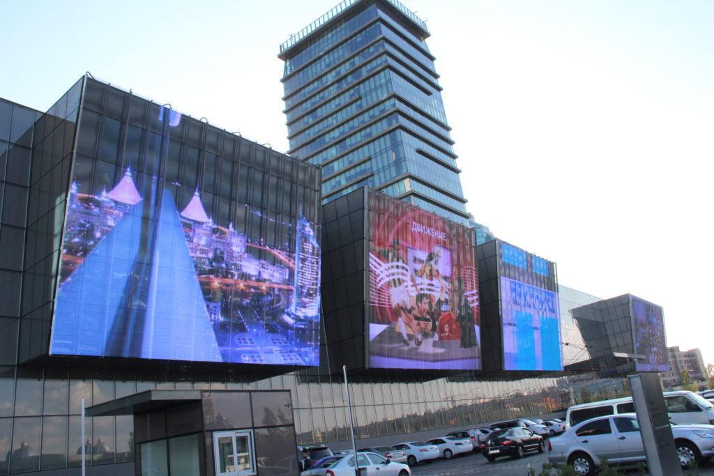 Большой светодиодный экран
