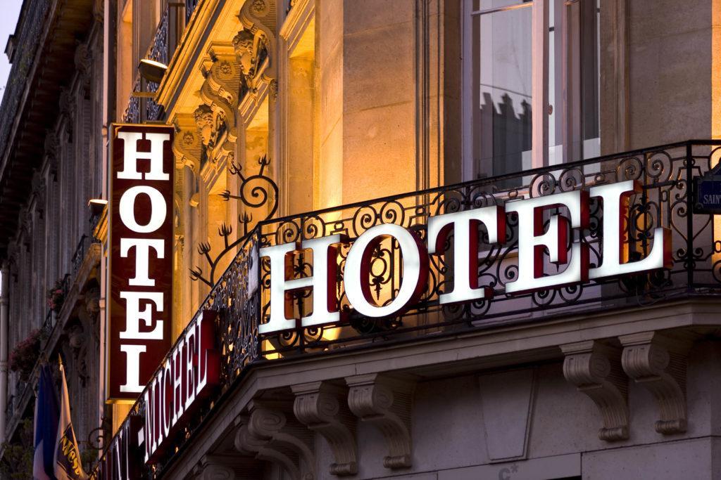 вывеска гостиницы
